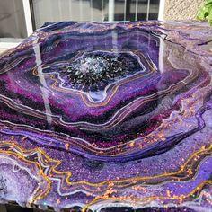 No photo description available. Purple Wall Art, Purple Walls, Acrylic Pouring Art, Acrylic Art, Resin Artwork, Resin Paintings, Creation Deco, Diy Resin Crafts, Wall Art Decor