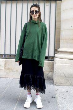 パリジェンヌがお手本 パーカーブルゾンワイドパンツetc...最旬スタイルの着こなし