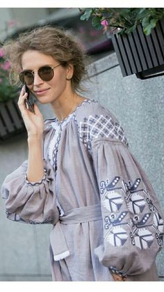 34 Embroidered Tops Every Girl Should Try - Fashion Trends - Folk Fashion, Ethnic Fashion, Womens Fashion, Embroidery Fashion, Embroidery Dress, Embroidered Clothes, Embroidered Tops, Modest Fashion, Fashion Outfits