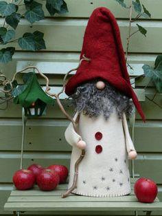 Un grande troll, in feltro di spessa. La barba di lana di Gotland. Con il Natale che ha conseguito una lanterna verde, in inverno ricopre rami con cristalli di ghiaccio. Si tratta di un kit fai da te.