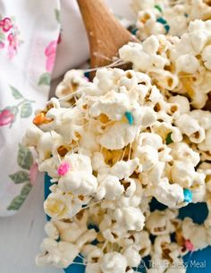 The roommates and I happened upon birthday cake popcorn at the LA Fair the other month, I've been dreaming about it ever since. So happy to find a recipe!