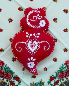 Embroidery Hearts, Hand Embroidery, Embroidery Designs, Felt Crafts, Fabric Crafts, Decoupage Printables, Stamp Carving, Ideias Diy, Christmas Crafts