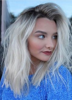 Ombre platinum hair: 70 photos and tips for powerful hair Bleach Blonde Hair With Roots, Blonde Hair Looks, Bleached Blonde Hair, Cabelo Ombre Hair, Balayage Hair, Hair Shadow, Color Rubio, Platinum Blonde Hair, Ombre Hair Color