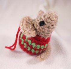 My next free pattern for Christmas is a slight variation on my Little Kissing Mice pattern , so you can make a cute little mouse with a Ch...