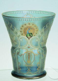 Váza, 1902-1903  Firma Josef Riedel, Dolní Polubný Křišťálové sklo, foukané, irizované, malované
