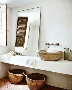 Buenos días! Un lavabo rústico y bonito! Os gusta? #vintagefurniture #vintagehome #cottage #cozy #inspiration #instapic #interiorismo #interiordesigner #cottage #vintage #bathroomdesign #interiorismo #inspiration #interiordesigner #interiordesign #interiores #decoration #decor #deco #farmhouse #rustico #rustic #wood #madera #creativity #creatividad #instagood #followforfollow #follow4follow #omnibusbysilviaserra #trendy
