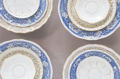 Assortiment de 12 assiettes dépareillées. par SoFrenchBrocante