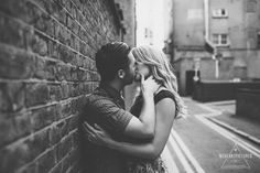 Street Art, London, Couple in Love on a photoshoot, Creative and quirky Wedding Photography, Couple kissing in the streets of East London