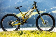 La Specialized S-Works Demo di Loic Bruni per i Mondiali di Lenzerheide Bmx Bicycle, Mtb Bike, Bike Trails, E Mountain Bike, Best Mountain Bikes, Specialized Mountain Bikes, Specialized Bikes, Downhill Bike, Ride Or Die