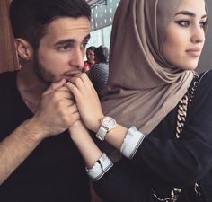 Image de couple, hijab, and islam Couples Musulmans, Vieux Couples, Cute Muslim Couples, Cute Couples Goals, Romantic Couples, Wedding Couples, Couple Goals, Married Couples, Romantic Weddings