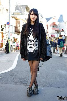 All black Harajuku outfit with oversized graphic top, lace stockings, Boy London creepers & studded accessories. Tokyo Street Fashion, Tokyo Street Style, Japanese Street Fashion, Japan Fashion, Korean Fashion, Girl Fashion, Fashion Outfits, Japan Street, Fashion Styles