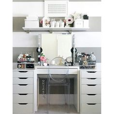 Elegant Makeup Room Checklist & Idea Guide for the best ideas in Beauty Room decor for your makeup vanity and makeup collection. Makeup Table Vanity, Vanity Room, Vanity Desk, Mirror Vanity, Makeup Vanities, Ikea Vanity, Ikea Micke, Micke Desk, Rangement Makeup