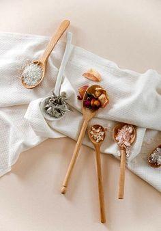 DIY Romantic Floral Bath Salts by Simone LeBlanc Glitter Guide Flat Lay Photography, Food Photography, Product Photography, Diy Beauty, Beauty Hacks, Beauty Ideas, Floral Bath, Diy Inspiration, Eco Friendly House