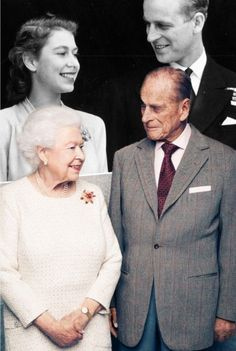 The Queen Prince Philip mirror a photo of them from their engagement announcement in 2017 on the occasion of their wedding anniversary. --------------------- Like this photoshop Elizabeth Queen, Elizabeth Philip, Queen And Prince Phillip, Prince And Princess, Lady Diana, Prinz Philip, English Royal Family, Prinz Harry, Royal Queen