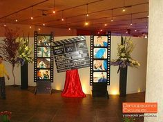 Hollywood Theme Party Unbelievable - Home Page Hollywood Party, Hollywood Birthday Parties, Prom Themes, Movie Themes, Red Carpet Party, Red Carpet Theme, Sweet 16 Parties, Grad Parties, Deco Cinema