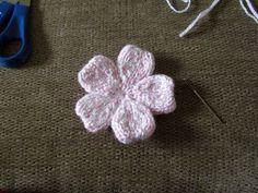 Free Flower Knitting Patterns The Yarn Art Cafe: Free Knitted Flower Pattern Free Knitted Flower Patterns, Knitting Patterns Free, Knit Patterns, Free Knitting, Free Pattern, Simple Knitting, Pattern Flower, Yarn Projects, Knitting Projects