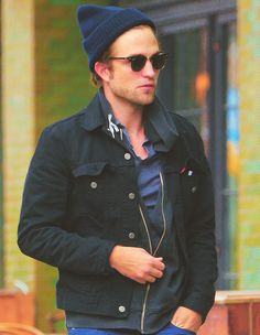 Robert Pattinson knows how to do it.