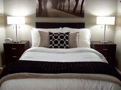 Wandfarbe Schlafzimmer Braun Beige Gehäckelte Tagesdecke ... Einfaches Schlafzimmer Schrge Braun Beige