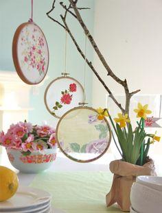 table de printemps avec déco créative