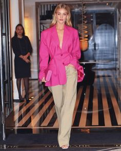 A styling lesson in oversized blazers with Rosie Huntington-Whiteley Rosie Huntington Whiteley, Rosie Whiteley, Work Fashion, Runway Fashion, Fashion Outfits, Fashion Tips, Fashion Today, Stylish Outfits, Fashion Beauty
