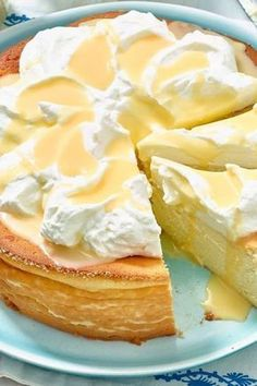Eggnog cheesecake without a base: quick recipe with Eierlikör-Käsekuchen ohne Boden: Schnelles Rezept mit Sahne Quick recipe for bottomless eggnog cheesecake - Eggnog Cheesecake, Cheesecake Recipes, Cookie Recipes, Quick Recipes, Quick Meals, Sweet Recipes, Tart Recipes, Food Cakes, No Bake Desserts