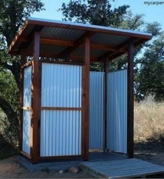 Outdoor shower stall - A Guide to Building and Outdoor Shower . Outdoor shower stall - A Guide to Building and Outdoor Shower Outside Toilet, Outdoor Toilet, Outdoor Baths, Outdoor Bathrooms, Outdoor Tub, Todo Camping, Beach Camping, Outdoor Camping, Bathroom Shower Organization