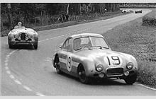 place Hash-Healey ( and place Jowett ( White car in background looks like a Cunningham (accident). Sports Car Racing, Sport Cars, Auto Racing, Road Race Car, Race Cars, Grand Prix, Hamilton, 24 Hours Le Mans, Automobile