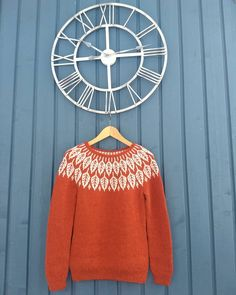 huldacrafts' stranded colorwork yoke sweater knitted in Garnstudio DROPS Lima. Sweater pattern: Arboreal by Jennifer Steingass Cable Knitting, Fair Isle Knitting, Easy Knitting, Knitting Patterns, Garnstudio Drops, Kitten Mittens, Wooly Jumper, Icelandic Sweaters, Tricot