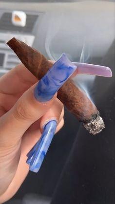 Girl Smoking, Smoking Weed, Aquarius Aesthetic, Smoke Out, Smoke Pictures, Stoner Art, Gangsta Girl, Puff And Pass, Stoner Girl