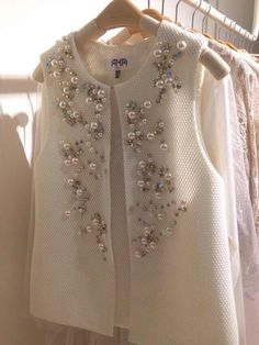 Photo,Georgian Fashion (GF) Good ideas for beautiful embroidery By embroidering beautiful styles, small results or lovely edges, DIY fashion manufacturers m. Couture Mode, Couture Fashion, Hijab Fashion, Diy Fashion, Ideias Fashion, Fashion Dresses, Fashion Trends, Trending Fashion, Fashion 2017
