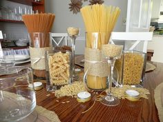 Pasta table center piece idea for Spaghetti dinner. I can do this with mason jars. Italian Party Decorations, Italian Themed Parties, Theme Parties, Italian Night, Spaghetti Dinner, Dinner Themes, Food Displays, Pizza Party, Wedding Dinner