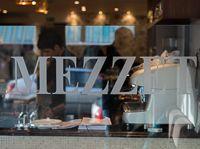 Mezzet Hampton Court