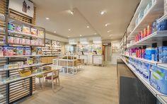 La Pharmacie 3.0 de L'Yvette se trouve en Île-de-France.  OBBIETTIVO: augmenter la surface de vente et aller au-delà de la simple délivrance de médicaments pour accompagner le client dans un parcours de santé.  CONCEPT: nous avons développé des … Suite