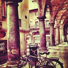 Bologna http://www.thegirlwiththesuitcase.com/2014/01/cose-che-amo-dell-italia.html