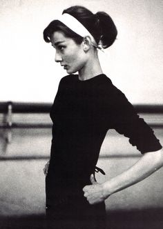 While I love her many Givenchy-designed gowns, I also like how Audrey had easy yet pulled together casual looks.