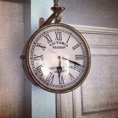 front door, roman numer, numer clock