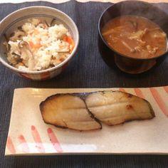 寒い朝、暖まろうと思って豚汁にしました。野菜たっぷりでおいしかったです。 - 54件のもぐもぐ - 豚汁にサワラの粕漬けで朝ごはん by nagaikeita