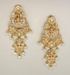 Pair of Gold and Split Pearl and Biwa Pearl Pendant Earclips 14 kt., ap. 19 dw. Indian or Indian style.