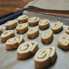 Sooooo. ... nochmal ruhen und dann geht es in den Ofen... #fraubpunkt #pin #inthemaking #zimtschnecken #kanelbullar