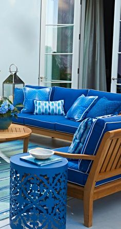 teak outdoor furniture style ideas that will certainly make your outdoor area looks cozy 00023 Patio Azul, Blue Patio, Teak Outdoor Furniture, Garden Furniture Sets, Pool Furniture, Furniture Decor, Furniture Buyers, Furniture Websites, Patio Ideas
