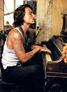 Johnny Depp is one of those famous celebrities who are true tattoo aficionados. This Hollywood star is much loved around the world for his role in the 'Pirates of the Carribean' movies. Find All the tattoos of Johnny Depp here. Pretty People, Beautiful People, Beautiful Things, Mark Seliger, Foto Poster, Print Poster, Art Print, Beat Generation, Annie Leibovitz