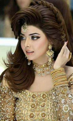 Pakistani Engagement Hairstyles For Brides In 2020 Bridal Hairdo, Bridal Hair And Makeup, Bride Makeup, Wedding Makeup, Pakistani Engagement Hairstyles, Bride Hairstyles, Hairstyle Ideas, Kashees Hairstyle, Pakistani Bridal Makeup