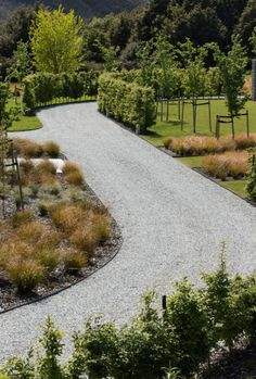 30 Cool Driveway Design for the First Impression that is Not Forgotten - Driveway Entrance Landscaping, Modern Driveway, Driveway Design, Backyard Landscaping, Diy Driveway, Gravel Driveway, Garden Landscape Design, Landscape Architecture, Modern Landscaping