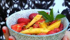 Salade de fraises et mangue au citron vert