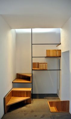 Casa Mandra_A Cefalù 2014 Stairs Design Modern casa Cefalù MandraA Wooden Staircase Design, Interior Staircase, Wooden Staircases, Interior Architecture, Staircase Ideas, Stair Decor, Modern Stairs, House Stairs, Room Interior Design