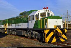 Net Photo: 112 Transnet Freight Rail Class 33 (Diesel) at Durban, South Africa by SAR Connecta News Around The World, Around The Worlds, South African Railways, Vintage Trains, Choo Choo Train, Train Pictures, Rolling Stock, Man Stuff, Locomotive