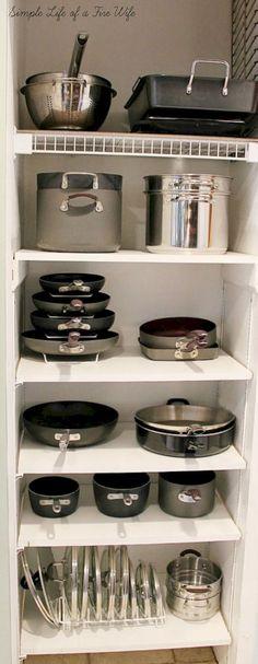 Awesome 40 Smart Kitchen Organization Ideas https://bellezaroom.com/2018/03/05/40-smart-kitchen-organization-ideas/