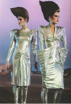 futurismo Thierry Mugler Photography by Peter Knapp Space Fashion, 70s Fashion, Fashion History, Vintage Fashion, Fashion Outfits, Fashion Design, Fashion 2018, Fashion Women, Fashion Brands