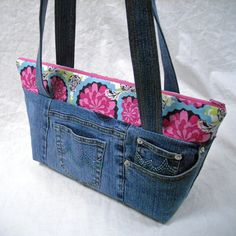 pocket tote bag pattern | Purse and Bag Patterns from In Stitches
