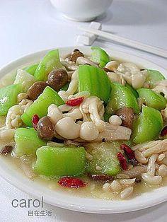 mushroom and loofah stir fry   Taiwanese cuisine recipe - #cuisine #fry #loofah #Mushroom #recipe #Stir #Taiwanese Vegetable Soup Healthy, Healthy Vegetables, Vegetable Dishes, Vegetable Recipes, Clean Eating Soup, Clean Eating Recipes, Cooking Recipes, Asian Recipes, Sweet Recipes